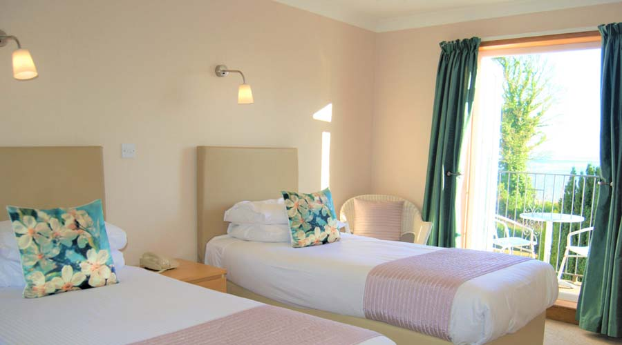 Twin bed accommodtion at The Kingswood Hotel Burntisland Fife